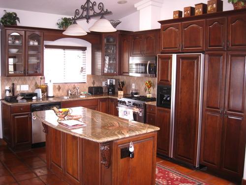 Cocinas en madera de cedro imagui for Colores de marmol para cocina
