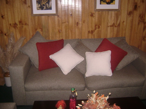 Wir fertigen und neu bezogen Stühle aller Art