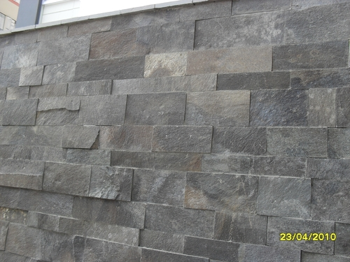 fachaletas de piedra talamoye de 5, 10 y 20 cm. en la pared
