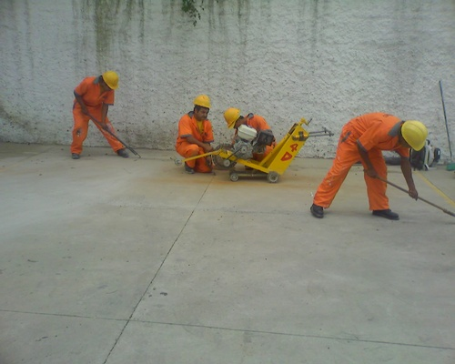 Cuts and seals to pavements