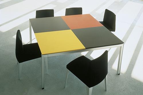 jugando con los colores mesa hecha en corian