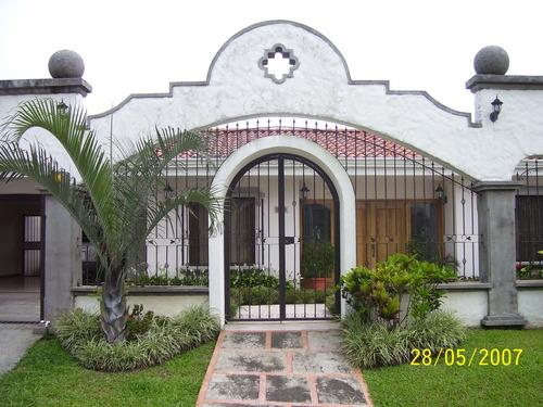 Puertas de hierro forjado car interior design for Modelos de portones en hierro forjado