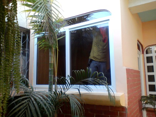 Glas-und PVC-oder Alu-Fenster.