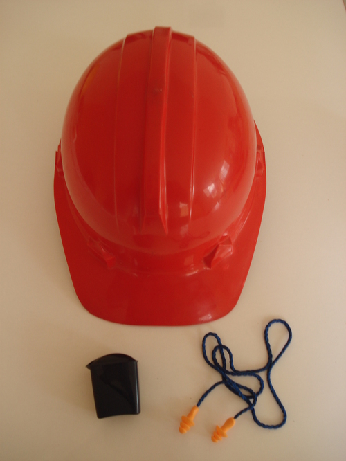 casco de Arseg con protector tipo tapon auditivo 3M