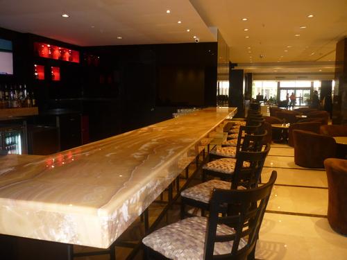 Bar de mármol onix