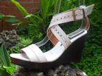 Sandalia en cuero con plataforma de 9 cm