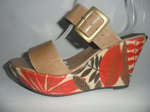 sandalia en cuero, con plataforma liviana forrada tela colores