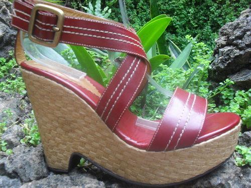 Sandalia en cuero con plataforma forrada estilo cuadros