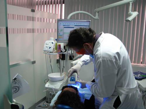 Bleichen von Zähnen in Miraflores, Lima