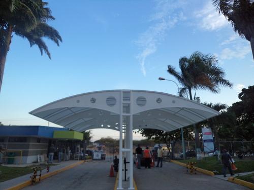Construcción, canopy, estructura, lámina policarbonato, pintura..