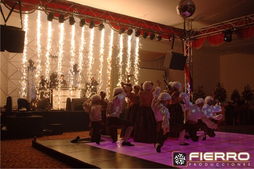 Cascada y pista de baile LED
