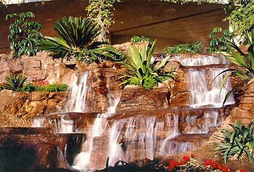 cascada de piedra natural