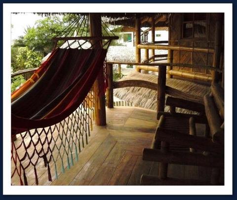 El balcon de una habitacion matrimonial