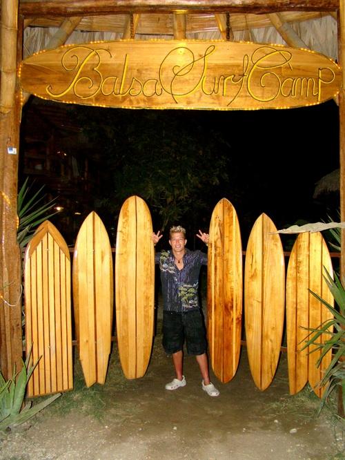 Nuestra puerta clasica! El old school estilo de tablas de surf!