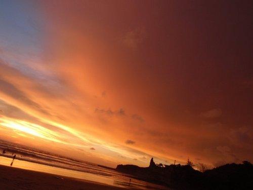 Las lindas caidas se sol en Montañita! A 30 metros del balsa surf cam