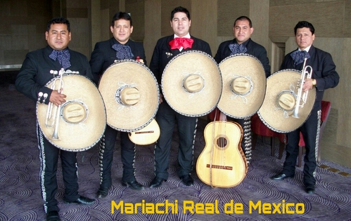 Mariachi Real de Mexico door Carlos Ramos in Jezus Maria