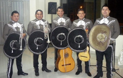 Mariachi Real de Mexico door Carlos Ramos in Brena