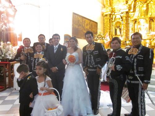 Mariachi Pisco y Tequila en Trujillo Perù Pedidas de Mano