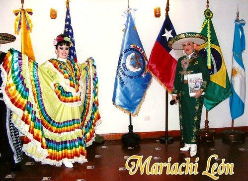 Conjunto del folklor mexicano-espectaculo mariachi