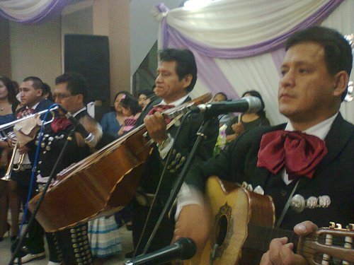 Peruvian and serenading mariachis - Mariachi Real de Mexico A1-Lima