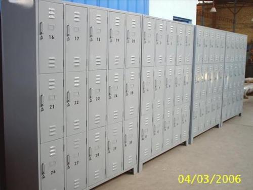 locker de 16 puertas