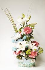 Canasto de flores variadas con peluche