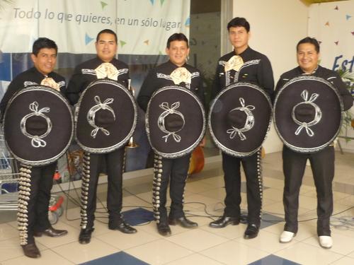 Mariachis in San Isidro - Sones de Mexico Mariachi