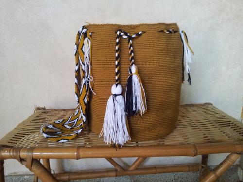 Bolsos wayuu de variados colores