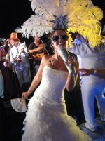 novia con accesorios súper fashion Hora Loca San Borja