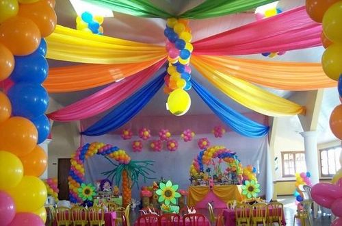 offers all kinds of Balloon Decor designed to fit your venue and your