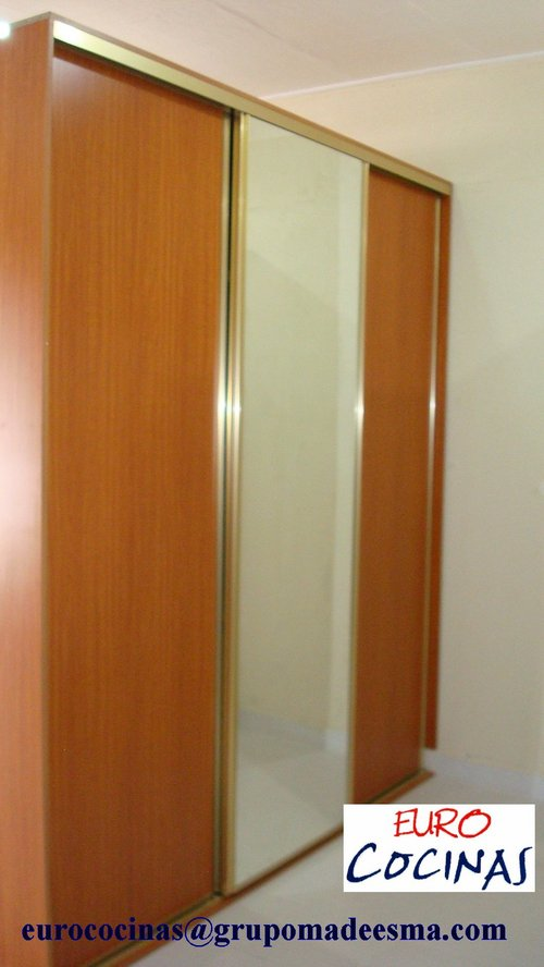 CLOSET SLIDING DOOR WITH MIRROR