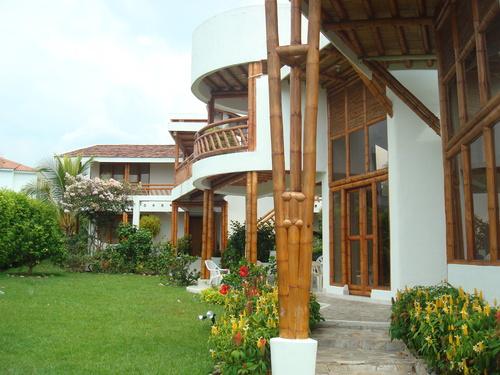 Casa construida con bambú - guadua