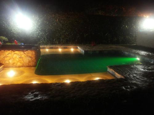 Amalgama construccion de piscinas qlyque la red comercial for Construccion de piscinas en uruguay