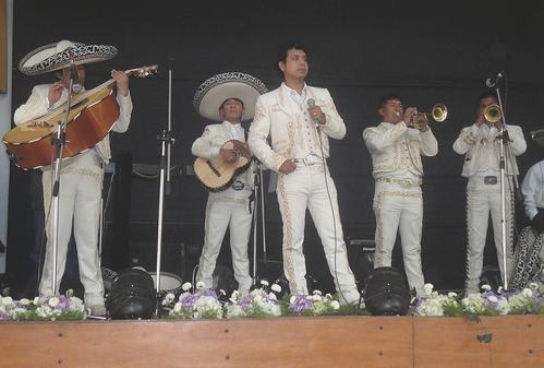 mariachis cusco azteca