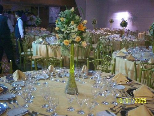mesas , servicios ,areglos florales ,sillas , etc ..........