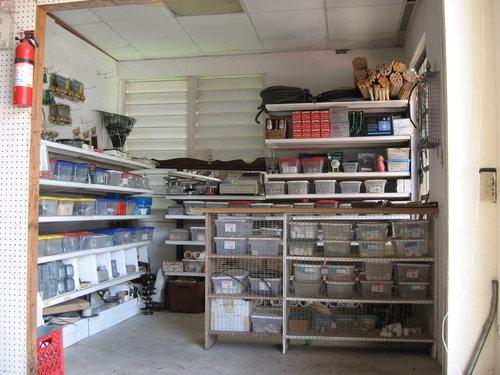 Venta de equipos y artículos de ferretería.