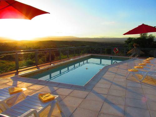 Afgezien Ayekan zwembad in Villa Carlos Paz