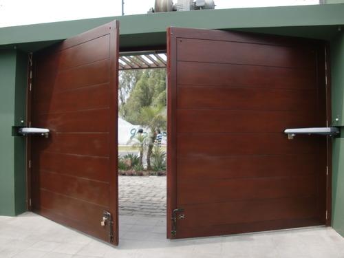 puerta batiente con brazos NICE uso intensivo