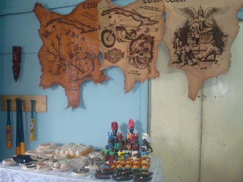 Muestra de algunos de nuestros productos de mármol, cuero y barro