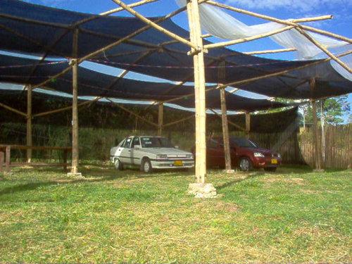Parqueadero Cubierto y Vigilado