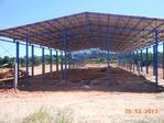 Metalen structuur in aanbouw