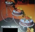 Pedestal cake