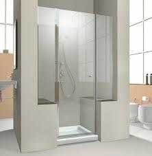 divisão de vidro do banheiro