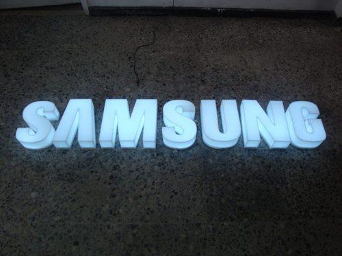 Letras acrílicas iluminadas con LED