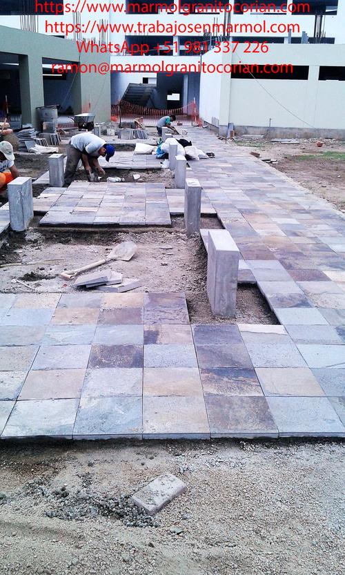 piedra talamoye, piedra laja, piedra granítica en el piso