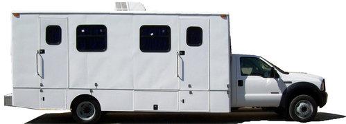 Mobiele medische eenheid twee bureaus