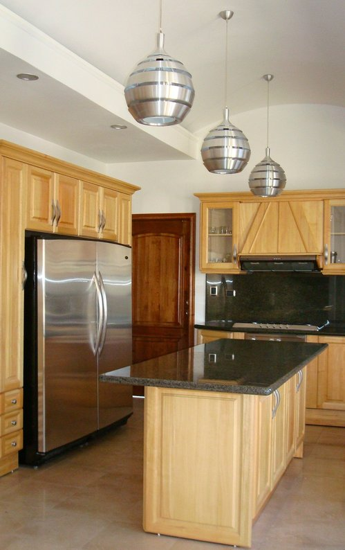 WOOD KITCHEN WITH GRANITE Huesito