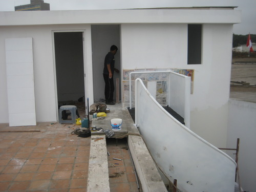 Increase in roof, spiral staircase / Miraflores