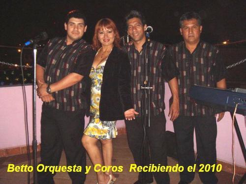 Integrantes de Betto Orquesta y coros.