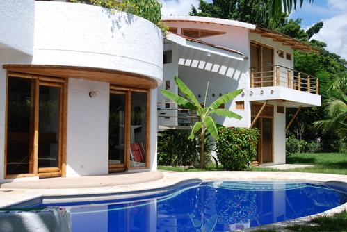 Casa construida con guadua con mucho estilo